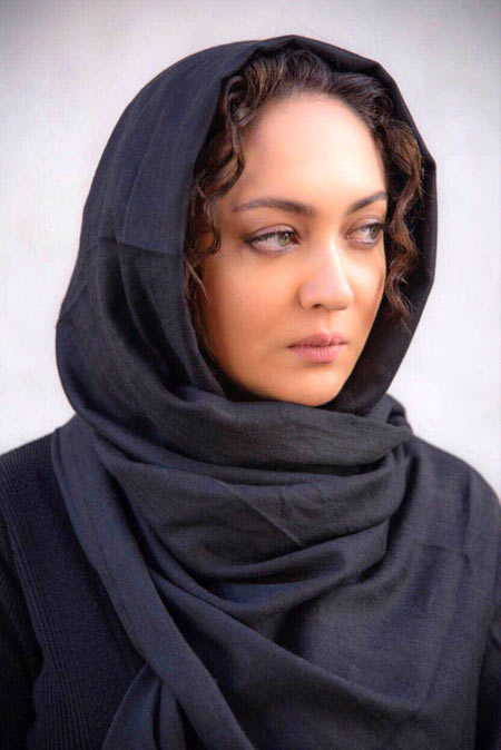 عکس نیکی کریمی بازیگر و تهیه کننده فیلم آذر در اکران خصوصی