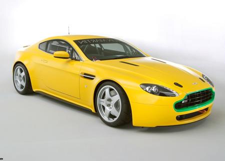 پوستر ماشین آستون مارتین زرد